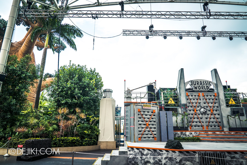Universal Studios Singapore Park Update - Jurassic World Explore and Roar Stage - Aerial stunt rig
