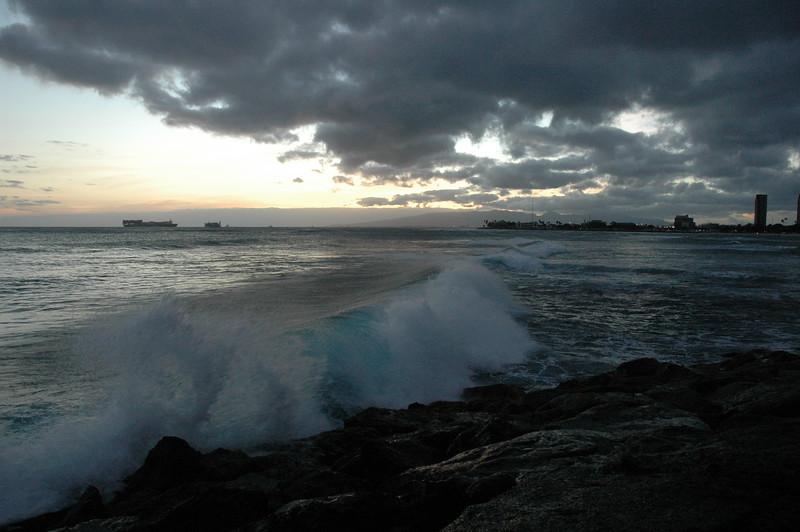 Hawaii - Ala Moana Beach Sunset-146.JPG