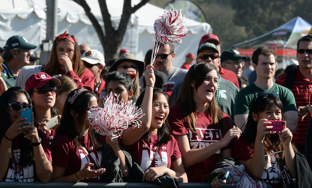 . Stanford fans cheer as the team enters the stadium prior to the 100th Rose bowl game in Pasadena, Calif., on Wednesday, Jan.1, 2014.   (Keith Birmingham Pasadena Star-News)