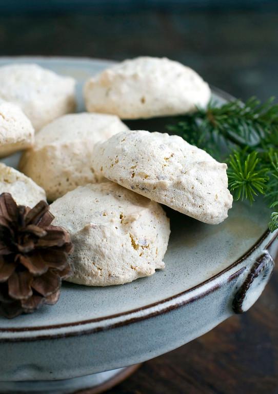 ". <a href=\""https://www.yahoo.com/news/saffron-delicate-spice-delicate-cookie-135728343.html?ref=gs\"">Get the recipe for saffron almond puffs</a>. (AP Photo/Matthew Mead)"