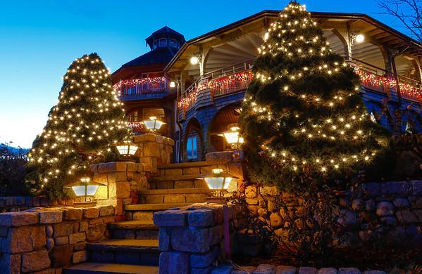 Land's End Inn Christmas