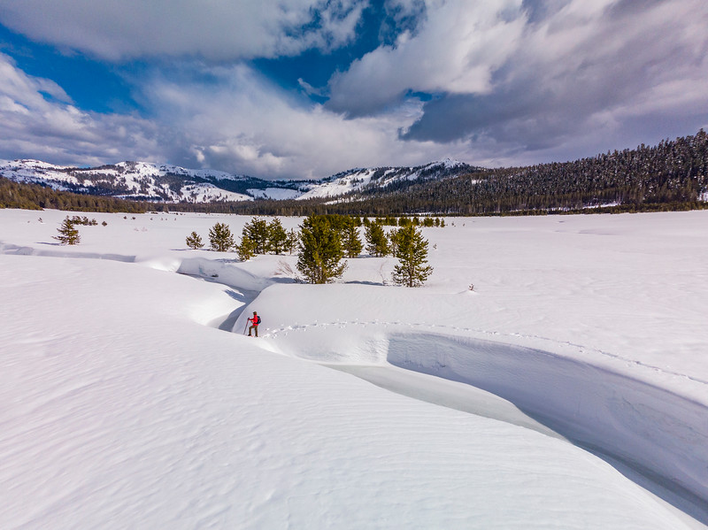 Women snowshoer Truckee