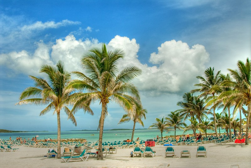 Beaches_in_Nassau,_Bahamas.jpg