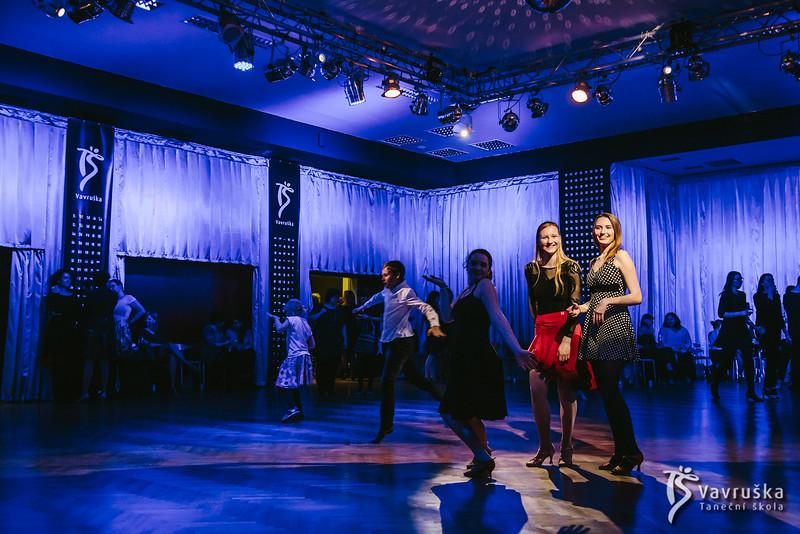 20191210-200112_0342-ladies-night-vavruska-charitas.jpg
