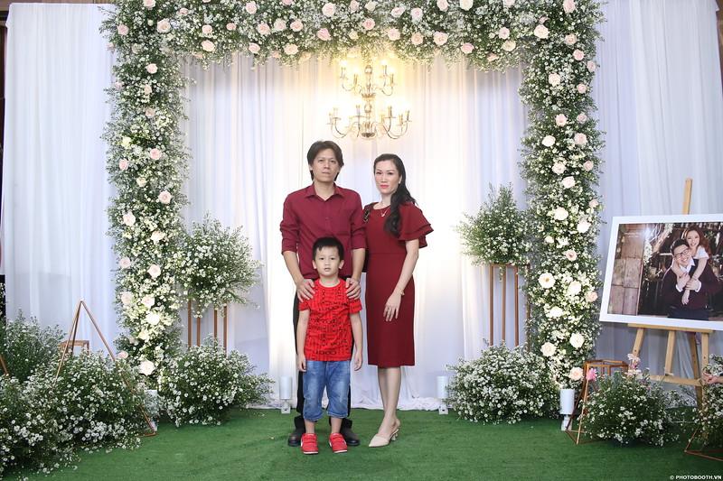 Vy-Cuong-wedding-instant-print-photo-booth-in-Bien-Hoa-Chup-hinh-lay-lien-Tiec-cuoi-tai-Bien-Hoa-WefieBox-Photobooth-Vietnam-017.jpg