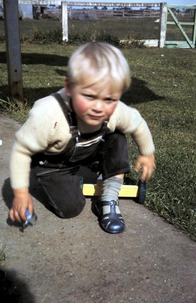 1971-8-15 (13) Andrew 2 yrs.JPG