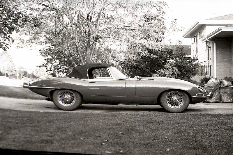 Jaguar Xk E type Roadster 1966.jpg
