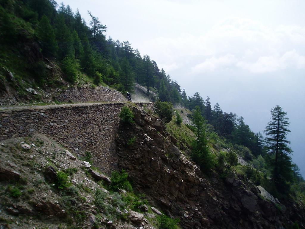 Monte Jafferau,route vanuit Salbertrand naar de tunnel. De laatste jaren is de tunnel verboden doorgang