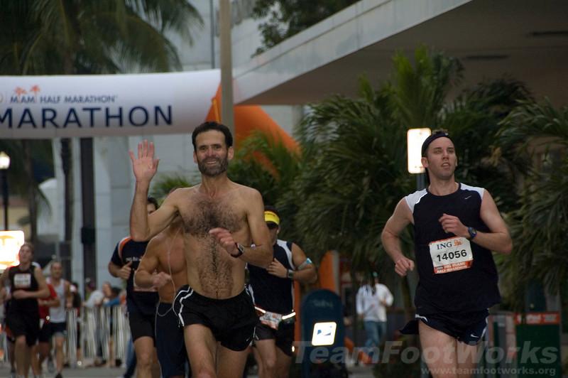 2009 ING Miami Marathon/Half Marathon - Phil Boswell