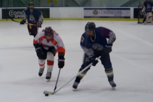 Hatfield Ice Dogs 16A White at Flyers Youth Hockey 16A Minor 11-16-2013