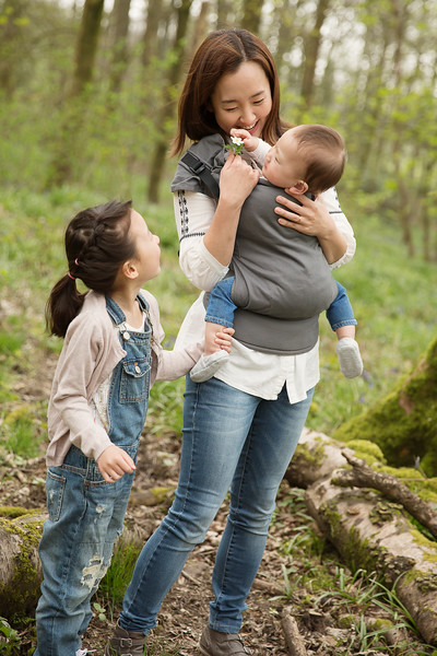 Izmi_Toddler_Carrier_Cotton_Mid_Grey_Lifestyle_Front_Carry_Family_In_Woodland.jpg