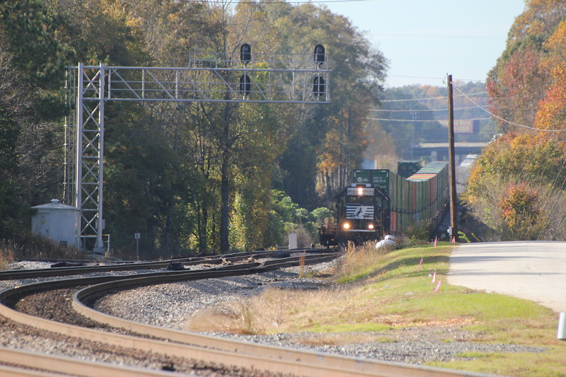 G90-06 [Whitaker Intermodal Local; Austell, GA]  NS 7101 (GP60) NS 7106 (GP60)