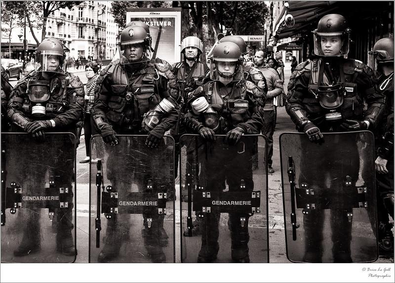 """""""Baptême du feu"""" : Catégorie Reportage, Revue Photo, n°529, 2017."""
