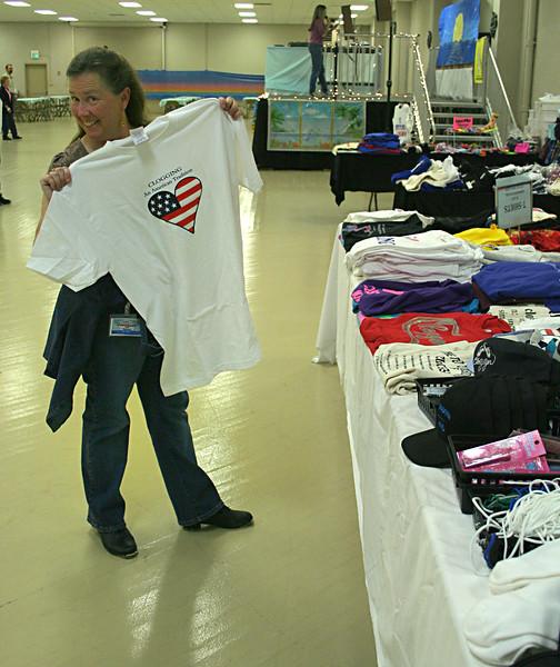 5911 Susi Shopping.jpg