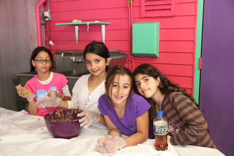 kars4kids_thezone_camp_girlsDivsion_activities_baking (4).JPG