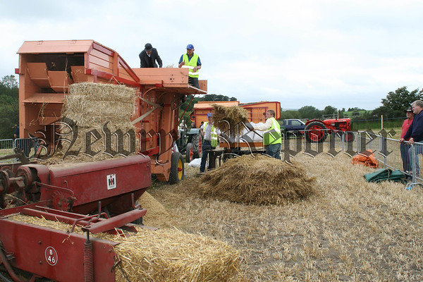 The old time trasher & baler is always a specticale at vintage events, 07W37N57