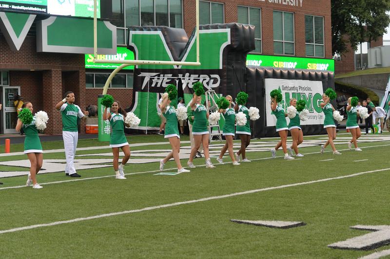 cheerleaders1645.jpg