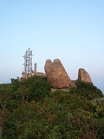 9 Oct 2004 菱角山上賞奇石