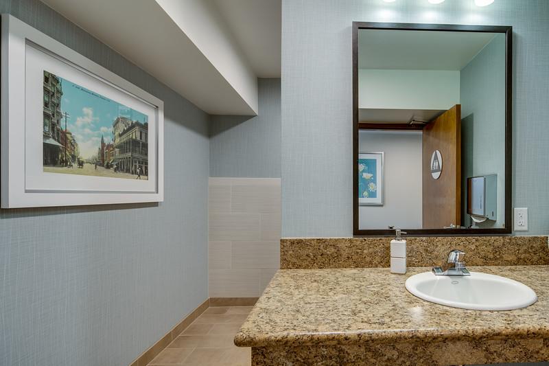 Restroom IMG_1878enf.jpg