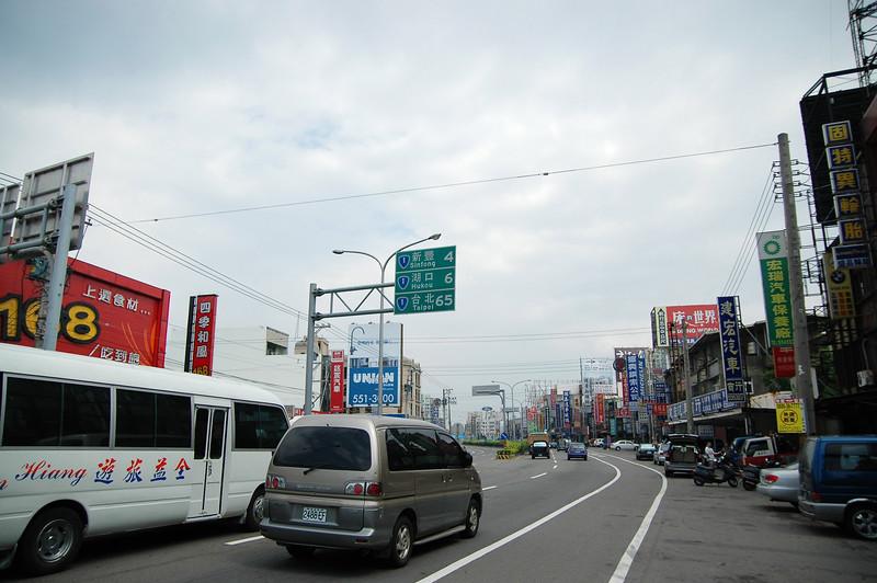 今天的目的就是回家,沿途也沒啥好拍的,不過初次看到台北還是要來一張