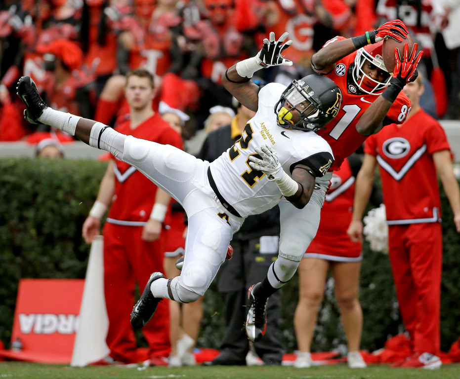 . CORRECTS THAT DAVIS REACHED THE 2-YARD LINE, NOT THE END ZONE - Georgia\'s Reggie Davis, right, catches a pass against the defense of Appalachian State\'s Dante Blackmon in the third quarter of an NCAA college football game, Saturday, Nov. 9, 2013, in Athens, Ga. Davis was down at the 2-yard line. (AP Photo/David Goldman)
