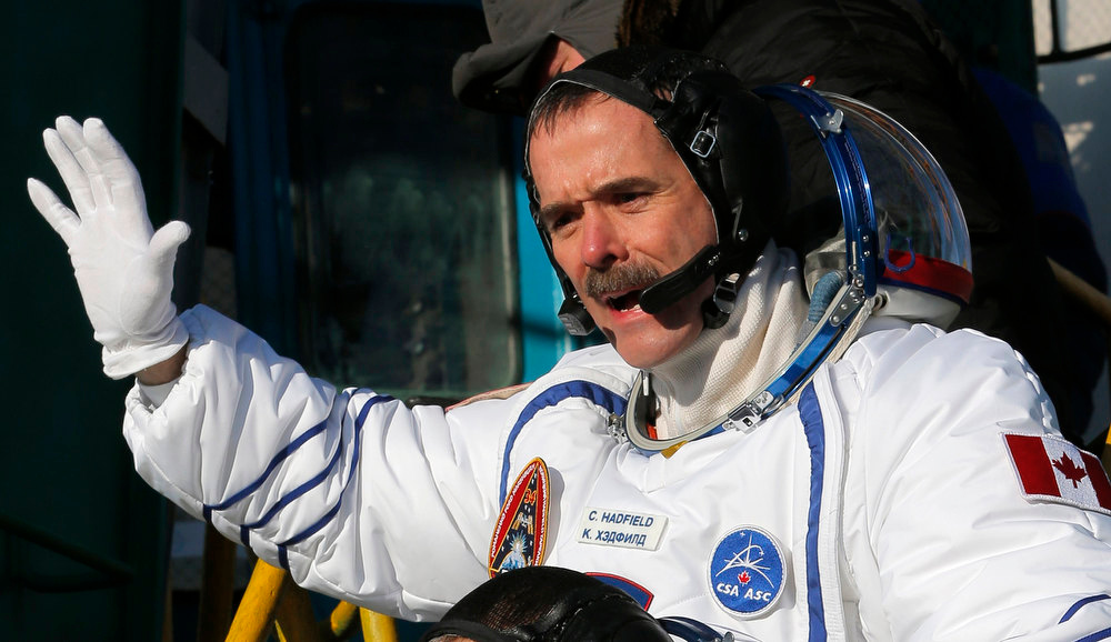 Description of . International Space Station crew member Canadian astronaut Chris Hadfield waves as he boards the Soyuz TMA-07M spacecraft at the Baikonur cosmodrome December 19, 2012.  REUTERS/Dmitry Lovetsky/Pool
