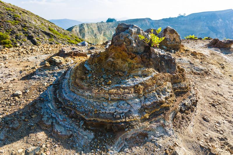 561 Crumble of Sands in Kelimutu.jpg