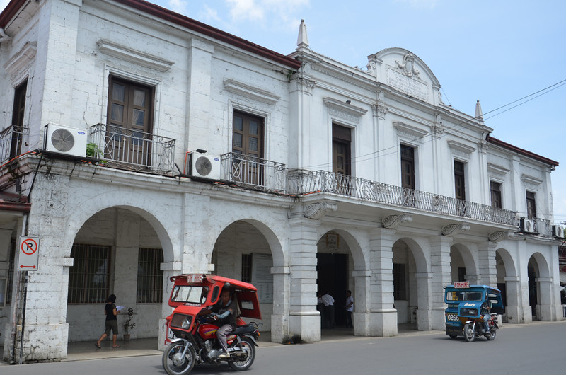 DSC_7068-tagbilaran-capitol-building.JPG