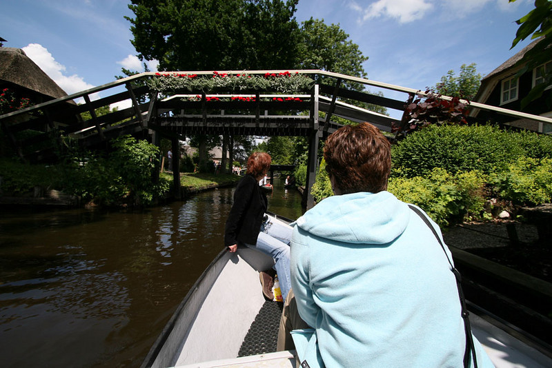 Cruising around Giethoorn - The Venice of the North