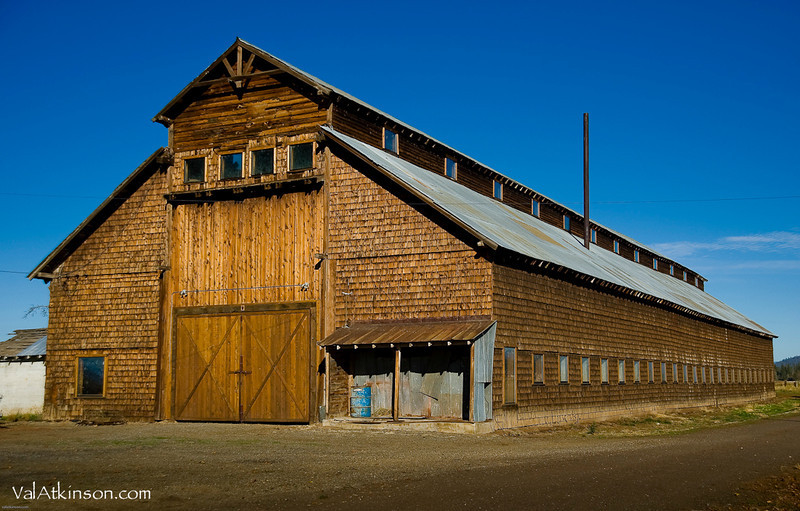 Harry Horr barn. They made windows and door frames in it. Felix Eastman says Frank Lawrence and friends built it.