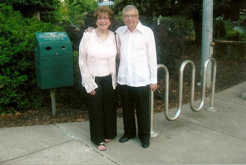 foto mami y papi.jpg