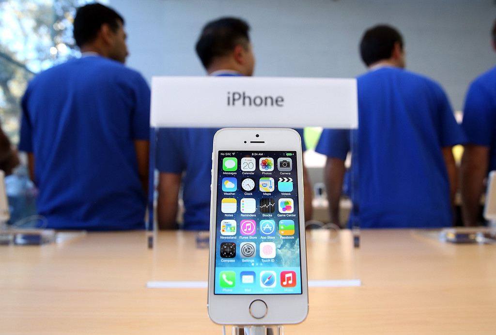 . The new Apple iPhone 5S is displayed at an Apple Store on September 20, 2013 in Palo Alto, California.  (Photo by Justin Sullivan/Getty Images)