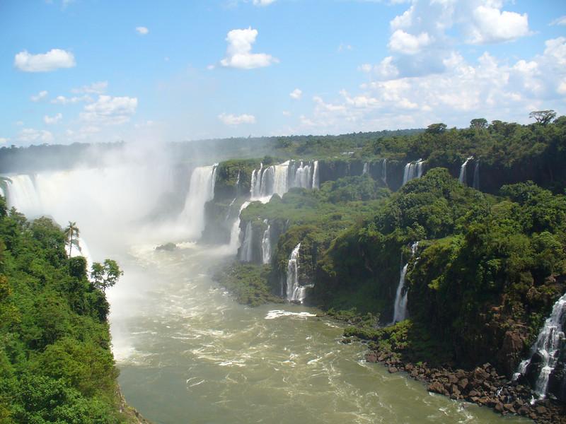 023 Iguacu Falls, Cataracas Trail, 1,2 km along the Iguacu River, Garganta do Diablo.jpg