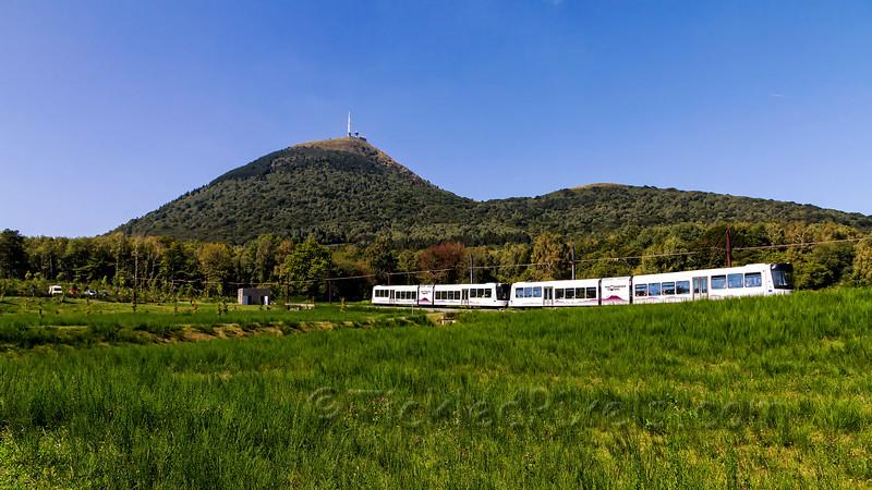 Train at the bottom of Puy de Dôme