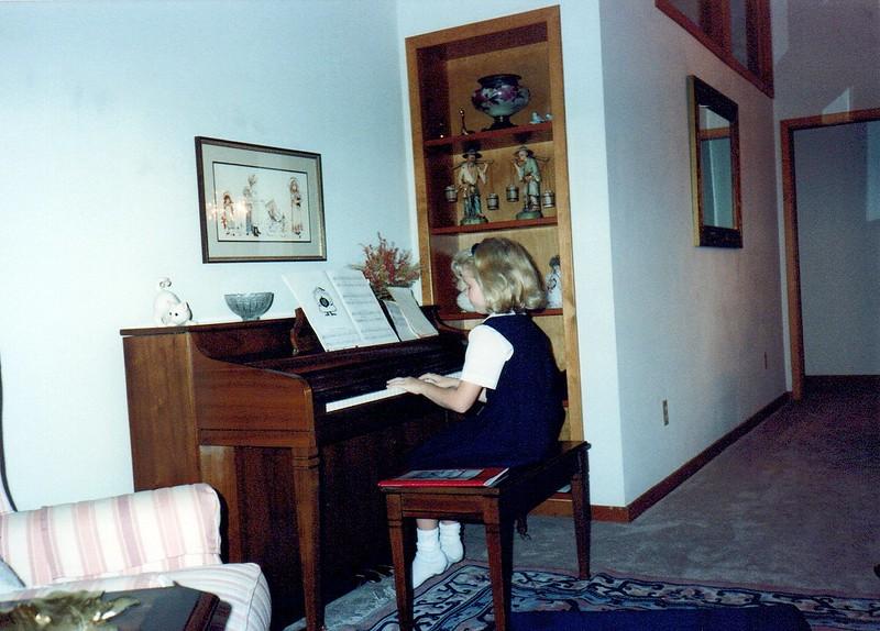 1989_Fall_Halloween Maren Bday Kids antics_0019_a.jpg