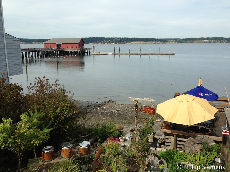 Pier and dining deck in Coupeville