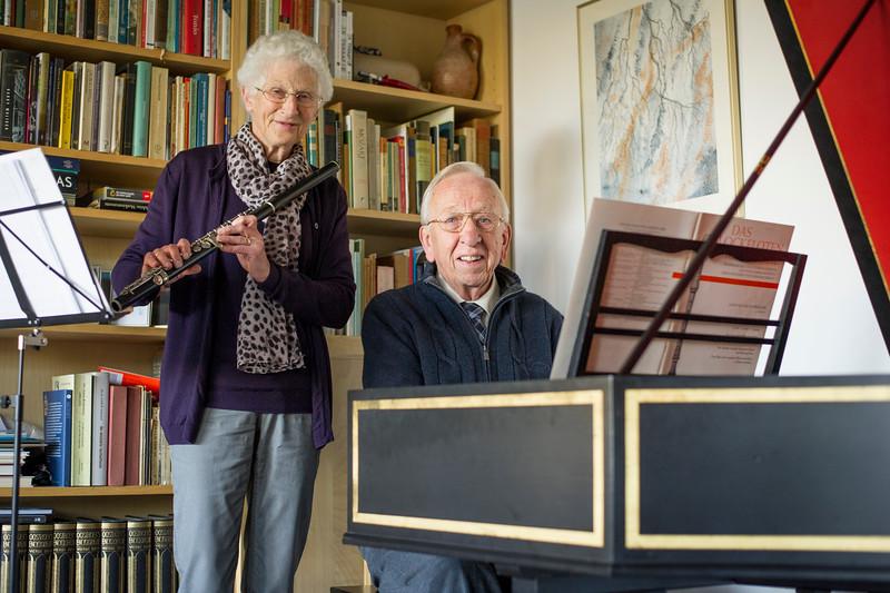HENGELO - Leonard en Erika Schenk stoppen met spelen in Twickel Ensemble. Hij speelt klavecimbel, zij dwarsfluit.  \ EDITIE: HE FOTO: Lenneke Lingmont LL20151208