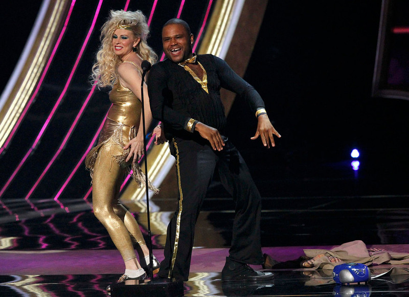 """. Presenters Monica Potter and Anthony Anderson spoof on stage before presenting the \""""Favorite Breakout Artist\"""" award at the 2013 People\'s Choice Awards in Los Angeles, January 9, 2013.   REUTERS/Mario Anzuoni"""