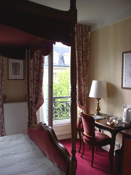 hotel in paris.JPG