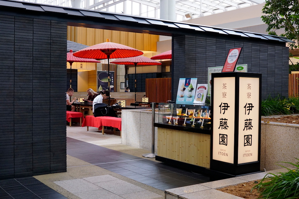 Saryo Itoen is located near the escalators, at the entrance to Edo Market.