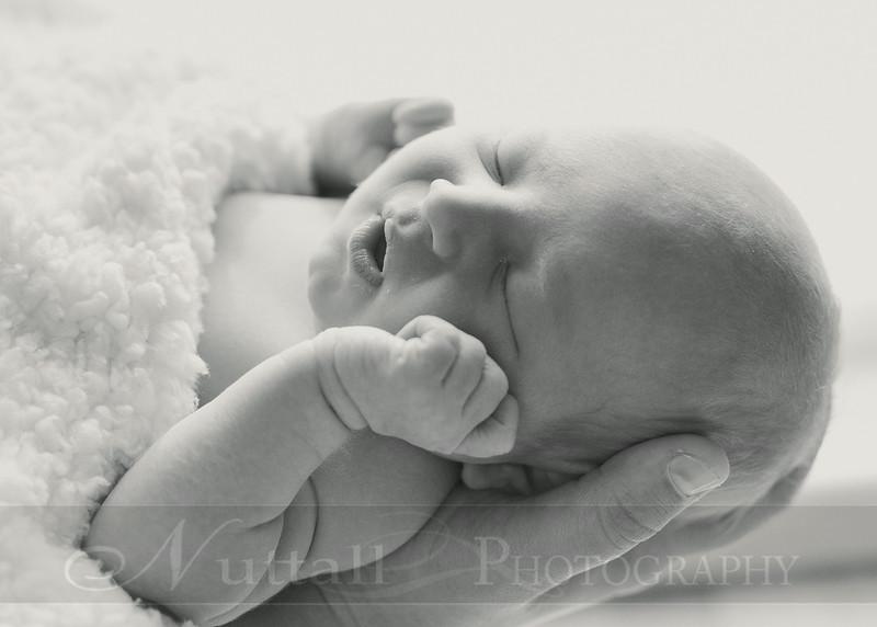 Natalie Newborn 18bw.jpg