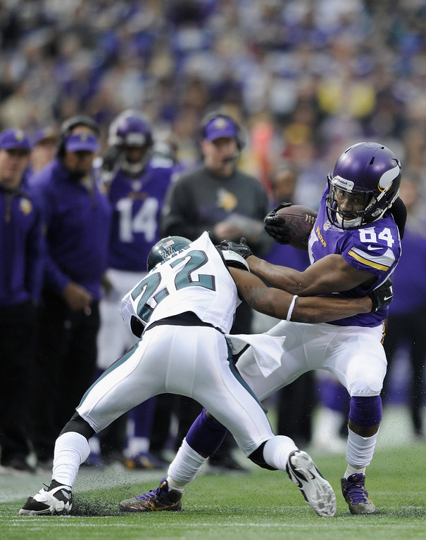 . Brandon Boykin #22 of the Philadelphia Eagles tackles Cordarrelle Patterson #84 of the Minnesota Vikings during the second quarter of the game on December 15, 2013 at Mall of America Field at the Hubert H. Humphrey Metrodome in Minneapolis, Minnesota. (Photo by Hannah Foslien/Getty Images)