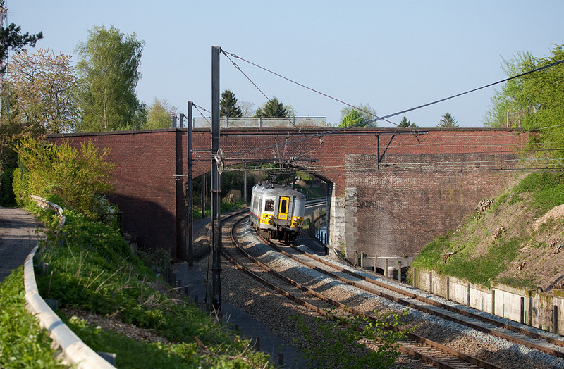 AM70 659 passes underneath the Rue Lancaumont as it leaves Welkenraedt bound for Liege. The old bridge was raised for the catenary with the dark brick addition. In late 2013 it was torn out completely.