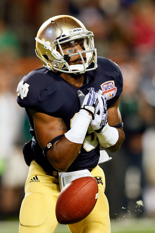 . MIAMI GARDENS, FL - JANUARY 07:  Davonte\' Neal #19 of the Notre Dame Fighting Irish muffs a punt in the second quarter against the Alabama Crimson Tide during the 2013 Discover BCS National Championship game at Sun Life Stadium on January 7, 2013 in Miami Gardens, Florida.  (Photo by Kevin C. Cox/Getty Images)