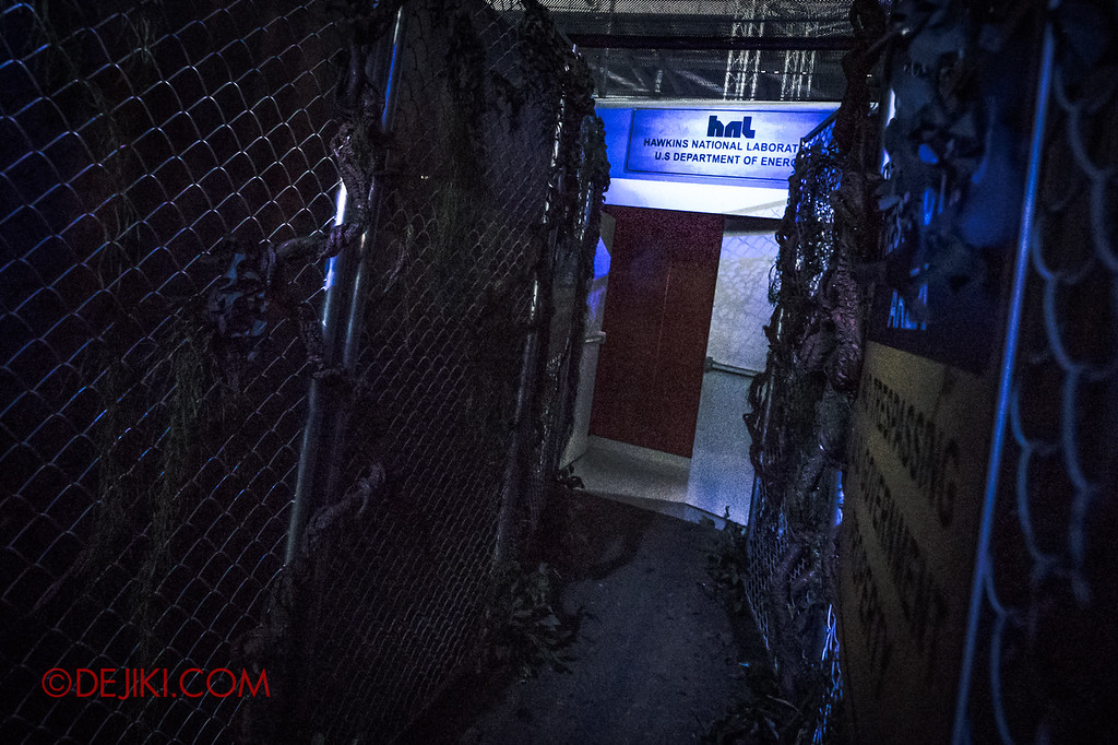 USS Halloween Horror Nights 8 Stranger Things haunted house maze PREVIEW - Hawkins Lab back entrance