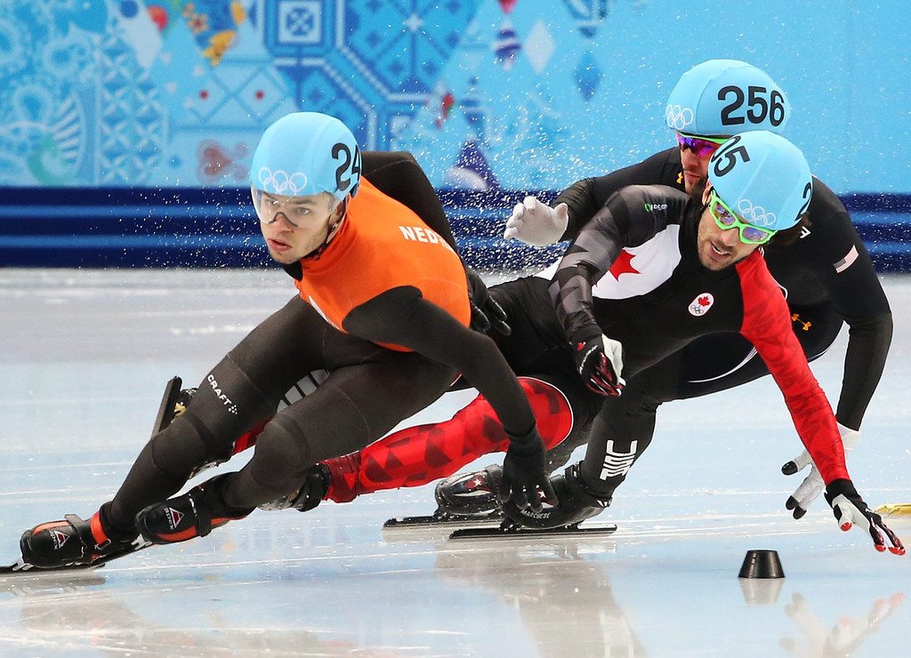 . Charles Hamelin (C) of Canada falls between Dutch Sjinkie Knegt (L) and Eduardo Alvarez of the USA in quarter final 3 in men\'s 1000m at the Short Track events in the Iceberg Skating Palace at the Sochi 2014 Olympic Games, Sochi, Russia, 15 February 2014.  EPA/TATYANA ZENKOVICH
