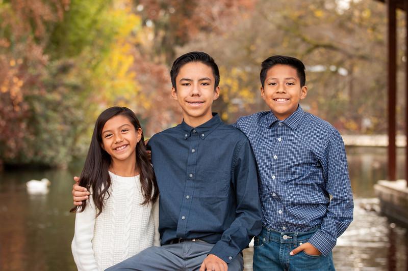 Christmas Hernandez Family-3356.jpg