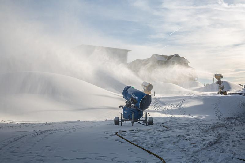 Snowmaking 1920-3370.jpg