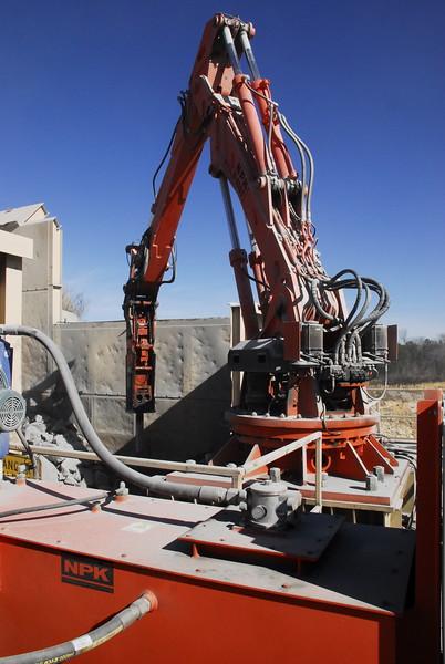 NPK B6500 pedestal boom with GH10 hydraulic hammer - Vulcan Materials - Barin Quarry, GA  1-18 (30).JPG