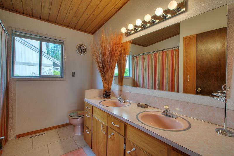 Main bath.jpg